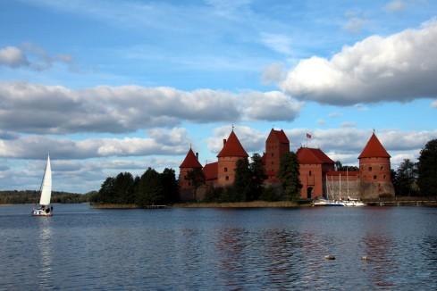 Castillo de Trakai lago
