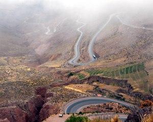 Cuesta de Lipan, carretera y cruvas