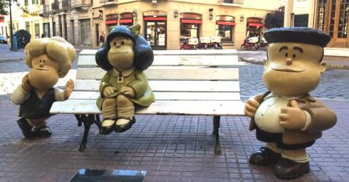 Panoramica banco con Mafalda y sus amigos, Buenos Aires