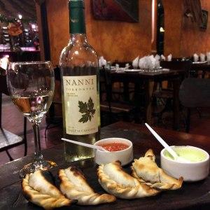Restaurante Doña Salta, empanadas y vino torrontés