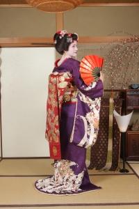 Maiko transformación detalle espalda