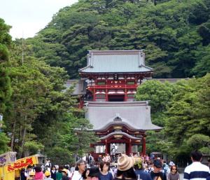 entrada santuario Tsurugaoka Hachimangu