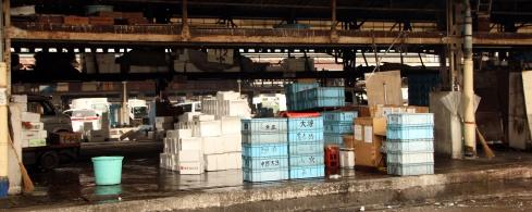panoramica cajas mercado pescado Tsujiki 2