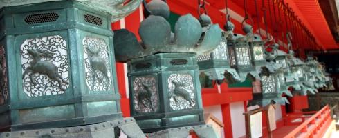 panoramica templo linternas, japón