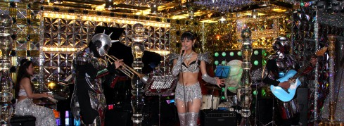 Robot Restaurant - cantantes hall