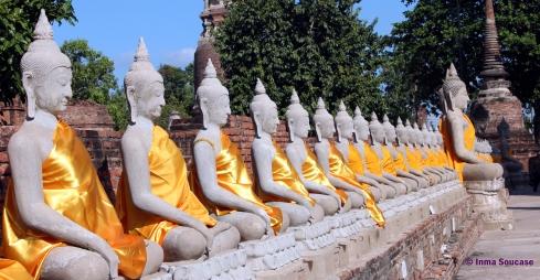 hilera budas piedra - ruinas Tailandia