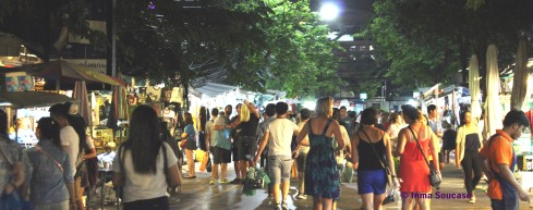 mercado Chatuchak - caminando noche