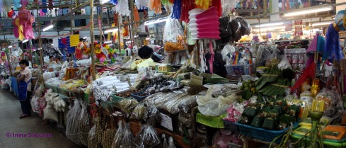 Talat Warorot Market - puesto variado