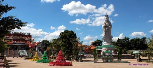 templo chino, puente sobre el rio Kwai