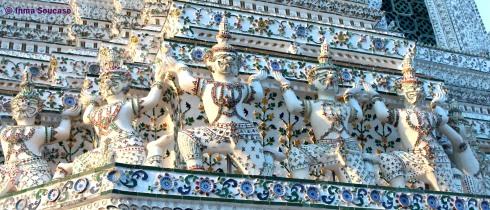 Wat Arun - detalle ceramica guerreros