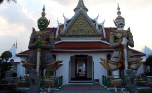 Wat Arun - guerreros puerta