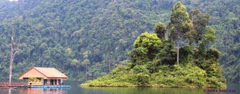 Lago Cheow Lan, islote y casa flotante