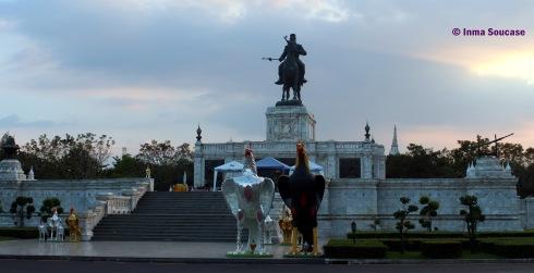 Monumento A Naresuan El Grande