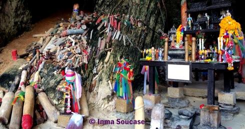 Phra Nang templo falos pescadores