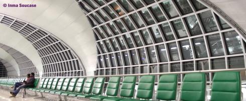 sala espera aeropuerto Suvarnabhumi - Tailandia