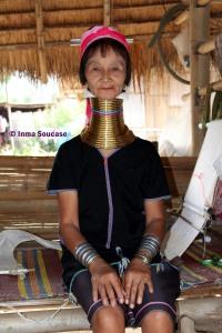 Tribu jirafa Karen Long Neck - mujer mayor