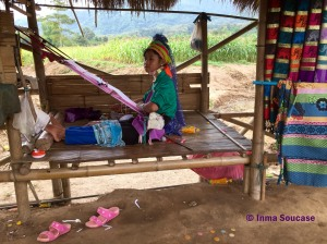 Tribu jirafa Karen Long Neck - niña
